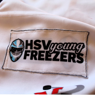 Game Worn Eishockey Trikot der Hamburg Young Freezers von Leon Hungerecker - Aufnäher